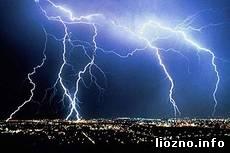 Гроза отключила электроснабжение в трех районах