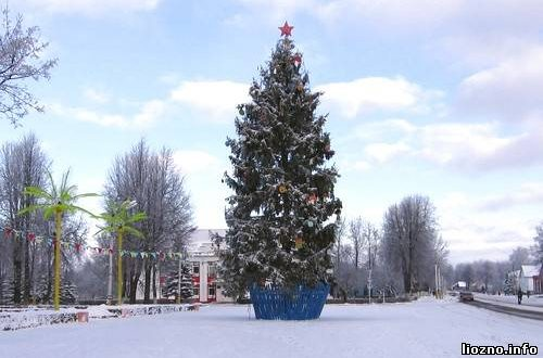 Главная новогодняя ель района