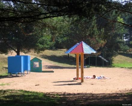 Пляж и катамараны на «Лесных карьерах»