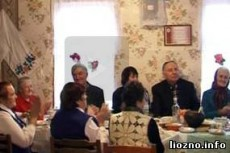 В деревне Выходцы за общим столом