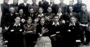 Первый выпуск русской школы в 1953 году. Фото из личного архива Юрия Константиновича Чернецкого
