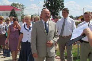 Депутаты во время посещения Лиозно