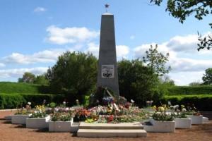 На братских могилах не ставят крестов