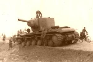 Лето 1941, юго-восточнее Лиозно - танк КВ-2