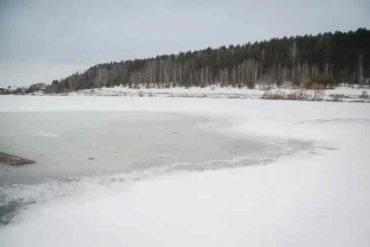 Под Лиозно спасатели сняли со льдины рыбака