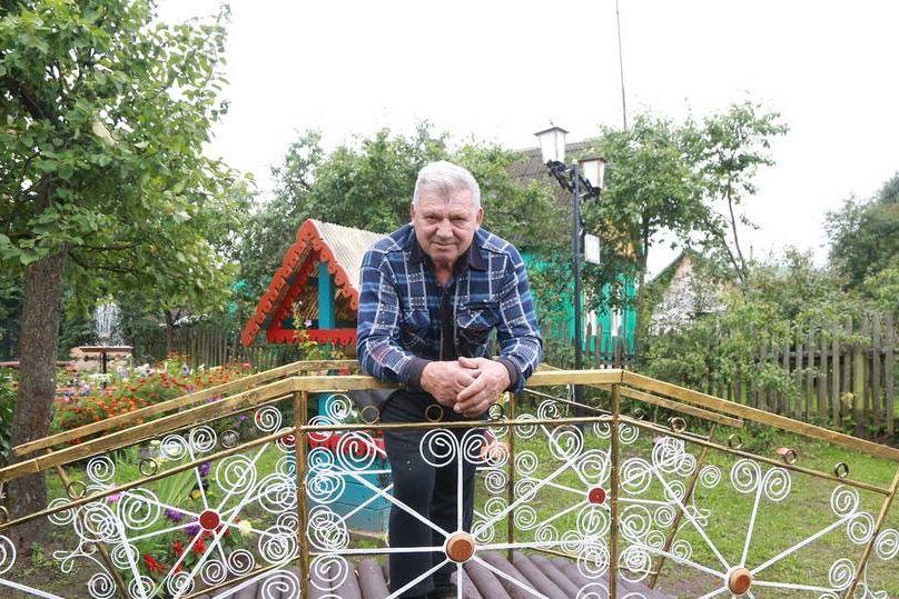 Пенсионер из Лиозно превратил земельный участок в курорт для души
