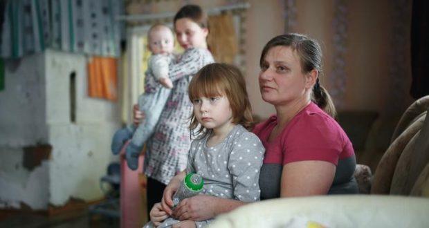 Многодетной семье Котиковых из-под Лиозно, отдали долг по зарплате