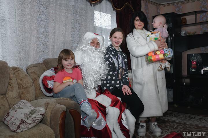 Всемье Котиковых. Римма признается, что такого замечательного праздника сДедом Морозом веежизни еще небыло