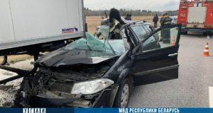 В Лиозненском районе Renault влетел под грузовик